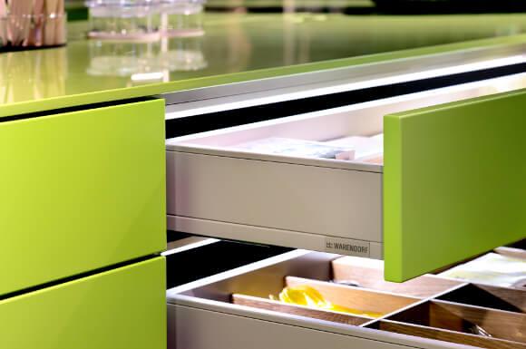 Lackkompetenz der Warendorf Küchen: grüner Auszug